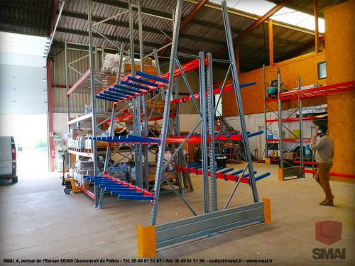 Rayonnage cantilever pour stockage vertical